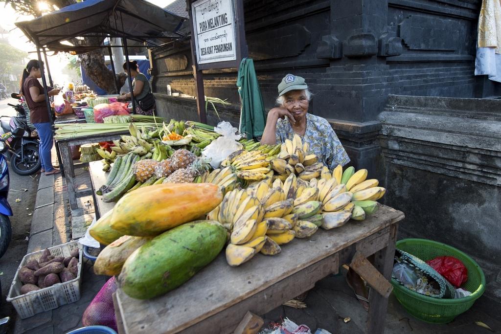 Balinese-market-woman.jpg